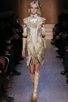 Seeing Egypt @ Givenchy Fall 2016 Ready-to-Wear Fashion Show