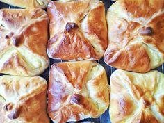 Túrós táska - sokkal jobb, mint a pékségben! Croissant Bread, Christmas Cheese, Cheese Buns, Hungarian Recipes, Easy Cookie Recipes, Mango, Food And Drink, Cooking Recipes, Yummy Food