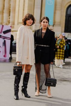 The Best Street Style Looks from Paris Fashion Week Fall 2020 Tokyo Street Fashion, Fashion Week Paris, India Fashion, London Fashion, Petite Fashion, French Fashion, Style Fashion, Jeans Fashion, Color Fashion