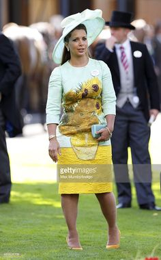 Princess Haya bint Al Hussein wears Van Gogh's sunflowers on mint green w. The dress overpowers the lovely hat. ~ Day 2 of Royal Ascot at Ascot Racecourse on June 2014 in Ascot, England. (Photo by Max Mumby/Indigo/Getty Images) Princess Haya, Royal Princess, Queen Elizabeth Jewels, Nicole Warne, Royal Fashion, Women's Fashion, Royal Ascot, Love Hat, Dubai