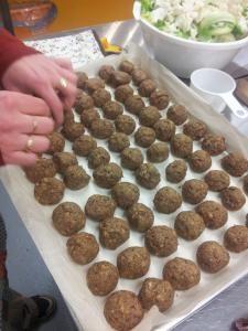 J'ai fait une base avec 1t. flocons d'avoine + 1 t. graines de tournesol moulu grossièrement. (Donc pas de lentilles, ni noix de grenoble) même assaisonnement sauf 1 c. table de mélasse. 8.5/10