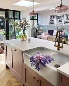 Pink Cabinets, Kitchen Cabinets, Kitchen Diner Extension, Galley Kitchen Design, Decoration, Dining Area, Beautiful Homes, House Beautiful, Living Spaces