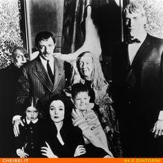 ARRIVANO GLI ADDAMS  La più pazza famiglia del piccolo schermo, è approdata in TV ben 50 anni fa traendo la sua ispirazione da un fumetto e conquistando un immenso pubblico!