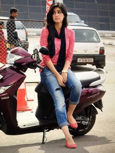 Image discovered by Kriti. Find images and videos about bollywood and kriti sanon on We Heart It - the app to get lost in what you love. Bollywood Girls, Bollywood Celebrities, Bollywood Fashion, Stylish Girls Photos, Stylish Girl Pic, Cute Girl Pic, Girl Photo Poses, Girl Photography Poses, Photo Shoot