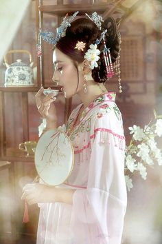 Hanfu, China Girl, Princess Outfits, Traditional Outfits, Asian Beauty, Wedding Hairstyles, Harems, Chinese, Cosplay