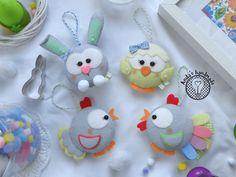 Filcowe ozdoby wielkanocne dekoracje Felt Easter Decorations Felt Quiet Books, Felt Patterns, Felt Animals, Clay, Christmas Ornaments, Holiday Decor, Projects, Crochet, Easter Stuff