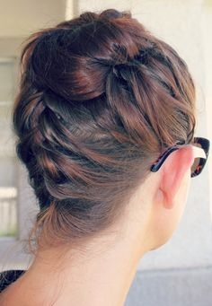 Beat the Heat: Blog on Top Knots for long, straight hair. (I did this braided topknot today! Cool!)