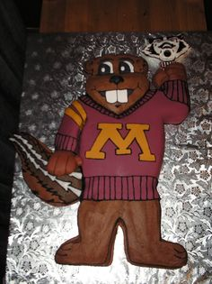 Nothing like a cake featuring Goldy #Gopher himself to celebrate the upcoming college football season!