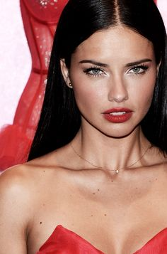I've always thought that Adriana Lima could pull the red lip off better than Anne Curtis.