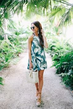 the perfect palm print dress for any summer party or vacation, plus a round-up of my other favorite palm print clothing and accessories! Luau Outfits, Hawaii Outfits, Summer Outfits, Summer Dresses, Summer Clothes, Looks Style, Mom Style, Lauren Kay Sims, Postpartum Fashion