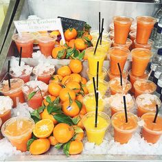 This juice and fruit looks so delicious! How amazing would fresh squeezed juice be every morning! Yum looks delicious! I Love Food, Good Food, Yummy Food, Healthy Snacks, Healthy Eating, Healthy Recipes, Dinner Healthy, Healthy Summer, Breakfast Healthy