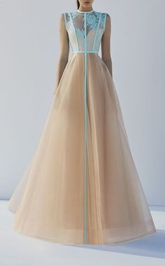 Get inspired and discover Alex Perry trunkshow! Shop the latest Alex Perry collection at Moda Operandi. Evening Dresses, Prom Dresses, Formal Dresses, Midi Dresses, Chiffon Dresses, Elegant Dresses, Pretty Dresses, Alex Perry, Looks Style