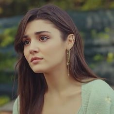 Turkish Fashion, Turkish Beauty, Virat Kohli Instagram, Fashion Photography Poses, Hande Ercel, Cute Beauty, Turkish Actors, Pink Aesthetic, Girl Face