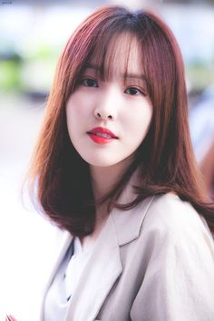Gfriend-Yuju 181008 Gimpo Airport to Japan.