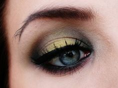 Started out with NYX jumbo eyepencil in Milk. Put Pixie Dust on the center of my lid. Applied Poison Ivy on both side of Pixie Dust. Then i put Envy on either side of de previous colors and in the crease. Used Corrupt to darken the crease and the inner corner. For Brow highlight i [...]