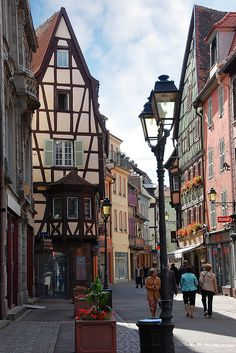 A view down Rue des Boulangers in Colmar, France (by VT_Professor).