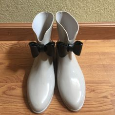 Vivienne Westwood Melissa Bow Ankle Rain Bootie Used but still in GREAT condition Vivienne Westwood Melissa Bow Ankle Rain Booties in Grey. Vivienne Westwood Shoes Winter & Rain Boots