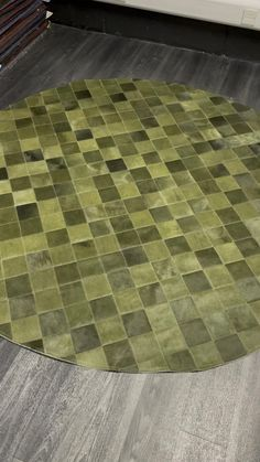 Patchwork Patterns, Patchwork Rugs, Cowhide Rugs, Cowhide Leather, Green Rugs, Rug Texture, Circle Rug, Round Rugs, Green Leather