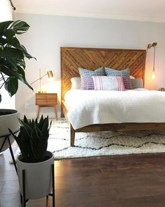 Wonderful Free modern bedroom furniture Strategies Connected with all the rooms in your own home, a person's sleeping quarters is just about the one you may spen. Decor Room, Bedroom Decor, Home Decor, Wood Bedroom Furniture, Furniture Layout, Furniture Ideas, Budget Bedroom, Bedroom Colors, Wooden Furniture