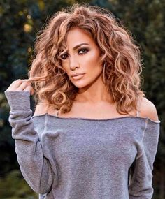 Jlo hairstyle by Tangleteezerus Jlo Short Hair, Jennifer Lopez Hair Color, Jennifer Lopez Short Hair, Curly Hair Problems, Fresh Hair, Curly Girl, Pretty Hairstyles, Hair Inspiration, Curly Hair Styles