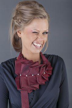 В Латвии появились странные галстуки-украшения - DELFI Ribbon Jewelry, Scarf Jewelry, Fashion Art, Boho Fashion, Old Ties, Tie Crafts, Neck Accessories, Moda Boho, Crochet Collar