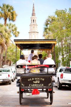 A trip to Charleston wouldn't be complete without a carriage tour. Our daughter got married in Charleston and she and her husband rode away in a beautiful wedding carriage! Charleston Sc, Charleston South Carolina, Southern Belle, Southern Charm, Southern Sayings, Southern Gothic, Southern Living, Such Und Find, Isle Of Palms