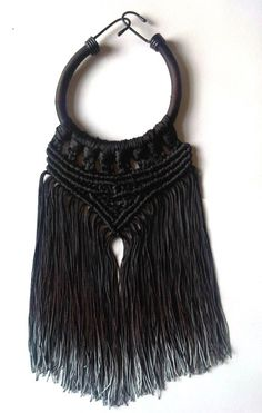 Just so you know, Eleanor Amoroso is a GENIUS. This macrame necklace is based around a short BUNGEE CORD. Yes. A bungee cord.