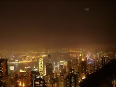 Sunglasses at night? Light pollution: A growing concern for people and animals - Women's style: Patterns of sustainability Seattle Skyline, New York Skyline, Light Pollution, Dark Skies, City Lights, Amazing Nature, Trees To Plant, San Francisco Skyline, How To Introduce Yourself