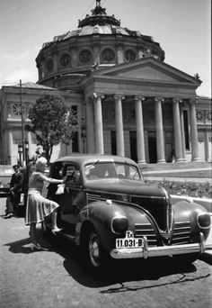 """Bucharest photos from the first decades of the century - mostly from the interwar period (between the two World Wars). ♦ The end of """"Little Paris"""" (click photo) ♦ Desi, Little Paris, Bucharest Romania, Marlon Brando, Eastern Europe, World War Two, Historical Photos, Vintage Photos, The Past"""