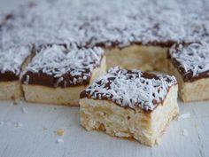Lamington Slice - Nearly as good as lamingtons on their own. Baking Recipes, Cake Recipes, Dessert Recipes, Kiwi Recipes, Halal Recipes, Australian Food, Australian Recipes, Aussie Food, British Recipes
