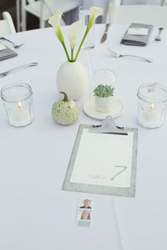 Green and gray centerpiece for the modern minimalist