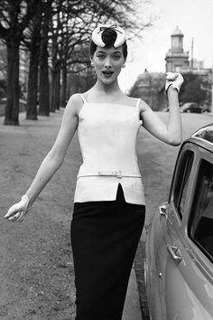 Photos: Truly Vintage Street Style A Dior hat, 1955 summer jacket with small strap, narrow skirtA Dior hat, 1955 summer jacket with small strap, narrow skirt Retro Mode, Vintage Mode, Vintage Dior, Vintage Couture, Vintage Glamour, Vintage Gloves, Vintage Style, Retro Vintage, Vestidos Vintage