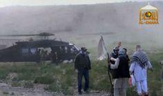 アフガニスタンの旧支配勢力タリバン(Taliban)が公開した、米軍兵士、ボウ・バーグダール(Bowe Bergdahl)軍曹の身柄を米軍に引き渡す映像より(撮影日不明、2014年6月4日提供)。(c)AFP=時事/AFPBB News