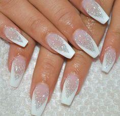 french maniküre weiß spitz glitzer elegant #nageldesign #nail #design #winter