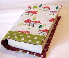 ♥Buchhülle Fliegenpilze Dots♥     Für Taschenbücher dick und dünn geeignet -siehe Fotos!   Dein Buch für unterwegs- niemand weiß was du liest und es