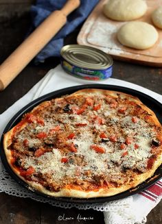 Pizza Crocanta fara Drojdie - New Ideas Pizza Lasagna, Cooking Recipes, Healthy Recipes, Pizza Recipes, Easy Recipes, Good Food, Yummy Food, Romanian Food, Winter Food