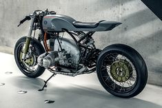 If the original design team at BMW knew that their sandals-with-socks tourers would get turned into bikes like this they would haves choked on their strudel. Despite their uninspiring origins, over the last ten years we've seen old Boxers shift to the forefront of the custom scene...