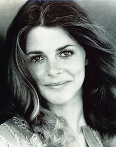 Lindsay Wagner, the bionic woman. One of my favorite shows growing up. Christopher Eccleston, Timeless Beauty, Classic Beauty, Women's Beauty, Natural Beauty, Classic Hollywood, Old Hollywood, Biography Film, Stars D'hollywood