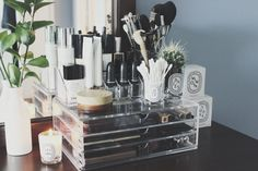 My Muji Organization – Tamira Jarrel. Make Up Storage Ideas For Jenny Buckland Hair and Make up Tocador Vanity, Rangement Makeup, Make Up Storage, Muji Storage, Storage Ideas, Storage Shelves, Muji Makeup Storage, Cosmetic Storage, Storage Drawers