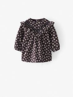 Long sleeve dress with a round neck and button fastening on the sleeves. Featuring a ruffle trim on the chest with smocking, button fastening at the back and a floral print. Baby Girl Fashion, Kids Fashion, Stylish Baby Girls, Online Zara, Overall, Baby Girl Dresses, Zara Dresses, Corduroy, Manchester
