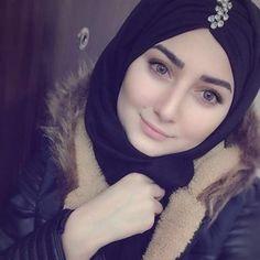 Beautiful Girl Image, Beautiful Hijab, Gorgeous Women, Hijabi Girl, Girl Hijab, Hijab Outfit, Arab Girls Hijab, Muslim Girls, Cute Muslim Couples