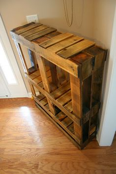 Pallet Bookshelf - Freestanding - I made it from two pallets. No extra wood needed!