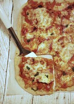Recepty pro děti: Rychlá pizza z těsta bez droždí Easy Appetizer Recipes, Healthy Dinner Recipes, Healthy Pizza, Healthy Snacks, Easy Meal Prep, Easy Meals, Paleo Green Beans, Eggs Low Carb, Tortilla Pizza