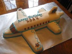 Best Airplane Birthday Cakes Ideas And Designs Airplane Birthday Cakes, Airplane Party, Birthday Cake Toppers, Cake Birthday, Birthday Cake Pictures, Cake Pans, Cake Designs, Cake Decorating, Happy Birthday