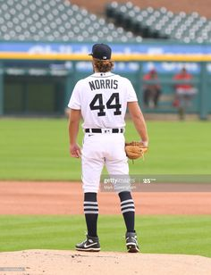 News Photo : Daniel Norris of the Detroit Tigers stands on the... Mlb Pitchers, Cincinnati Reds, Detroit Tigers, Baseball Field, News, Athletes, Career, College, Dreams