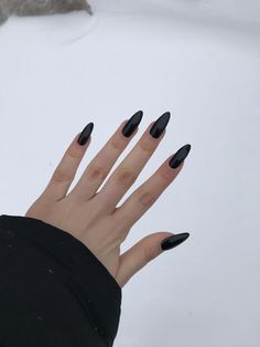 23 Bold and Edgy Black Coffin Nails - Bafbouf - - Black is one of the most popular nail colors. This is for many reasons but for us it is because it suits all nails shapes, all nail art and looks amazing for any occasion. Black looks especially gorge. Edgy Nails, Cute Nails, Pretty Nails, Edgy Nail Art, Nail Polish Designs, Nail Art Designs, Popular Nail Colors, Black Coffin Nails, Black Nail Varnish