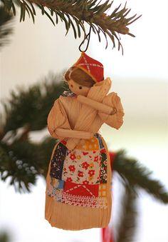 Reminds me of my favorite book growing up... mollys pilgrim corn husk doll ornament
