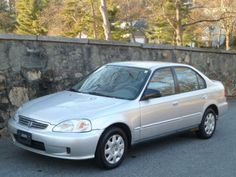 2000 Honda Civic. Drove this one. I own a 2004 Hybrid. looks like this car. 2013 and still running great.