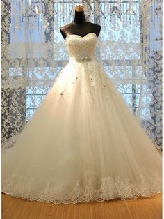 A LINE SWEETHEART LACE UP LACE WEDDING DRESS WITH BEADING