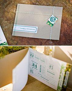 Booklet Einladung mit Schnur und Etikett eingebunden - perfekt für uns mit Lavendel ergänzt